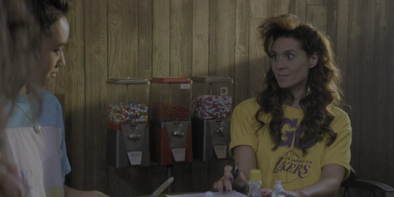 """Los Angeles Lakers Crop Top Tee Worn by Actress Kate Nash (Rhonda) in Glow Season 2 Episode 9 """"Rosalie"""" (2018) TV Show Product Placement"""