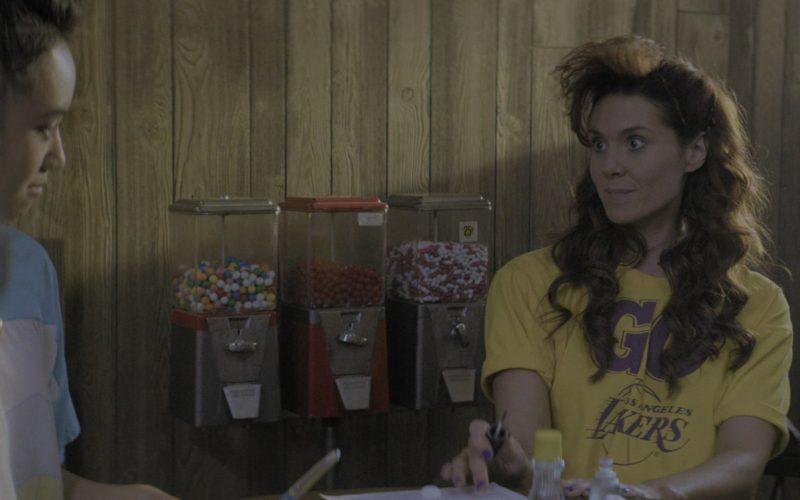 Los Angeles Lakers Crop Top Tee Worn by Actress Kate Nash (Rhonda) in Glow Season 2 Episode 9 (1)