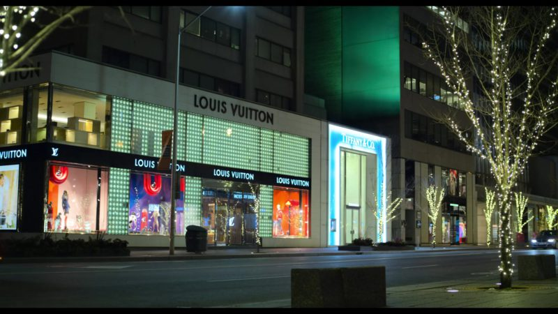 Louis Vuitton and Tiffany & Co. Stores in The Christmas Chronicles (2018) Movie Product Placement