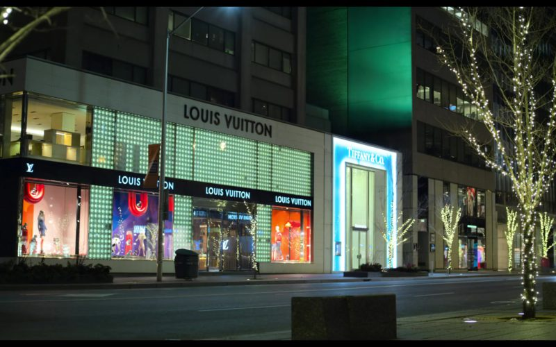 Louis Vuitton and Tiffany & Co. Stores in The Christmas Chronicles (1)