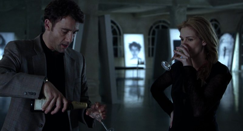 Moët & Chandon Champagne Drunk by Clive Owen and Julia Roberts in Closer (2004) - Movie Product Placement