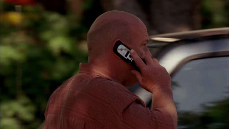 Motorola Cell Phone Used by Dean Norris (Hank Schrader) in Breaking Bad Season 2 Episode 2: Grilled (2009) - TV Show Product Placement