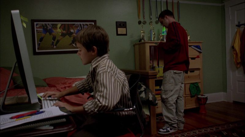 Nike Sneakers Worn by Aaron Paul (Jesse Pinkman) in Breaking Bad Season 1 Episode 4: Cancer Man (2008) TV Show Product Placement