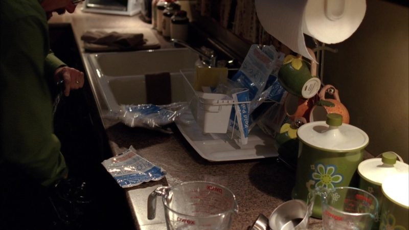 Pyrex Measuring Cups in Breaking Bad Season 5 Episode 1: Live Free or Die (2012) - TV Show Product Placement