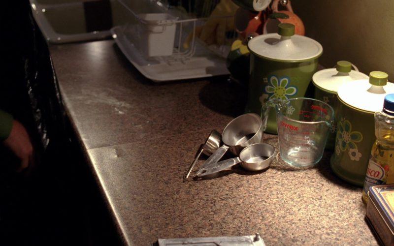 Pyrex Measuring Cups in Breaking Bad Season 5 Episode 1 (3)