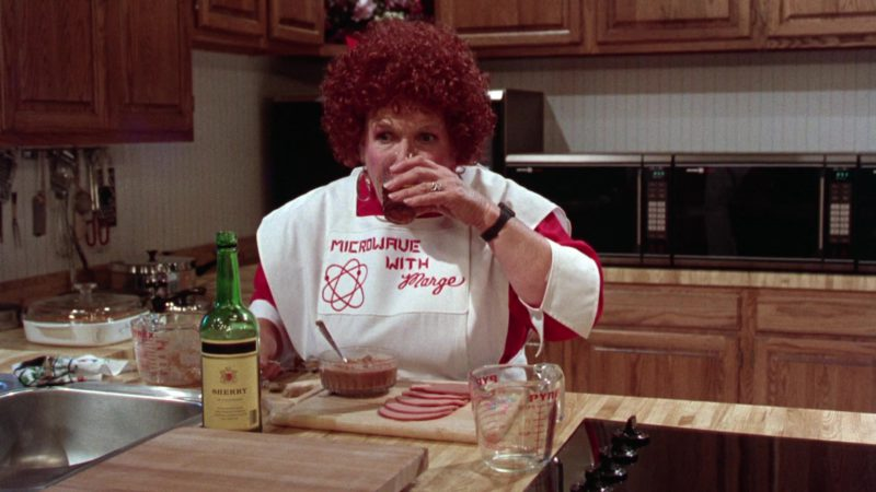 Pyrex Measuring Cup in Gremlins 2: The New Batch (1990) Movie Product Placement