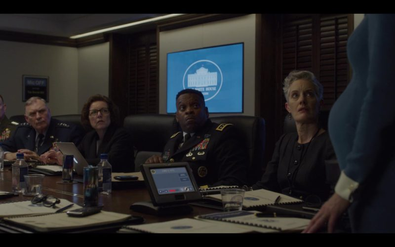 Red Bull Energy Drinks in House of Cards Season 6 Episode 8 Chapter 73 Finale (1)