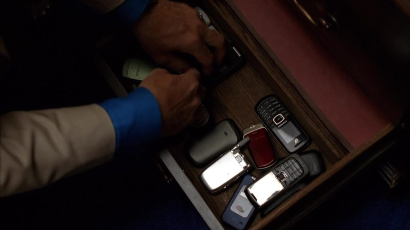 "Samsung Mobile Phones Used by Bob Odenkirk (Saul Goodman) in Breaking Bad Season 5 Episode 7 ""Say My Name"" (2012) - TV Show Product Placement"