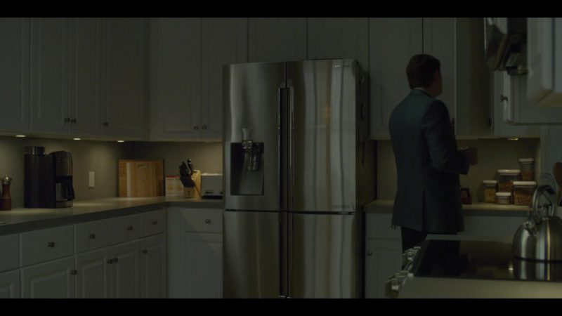Samsung Refrigerator in House of Cards Season 6 Episode 8 Chapter 73 Finale (2018) - TV Show Product Placement