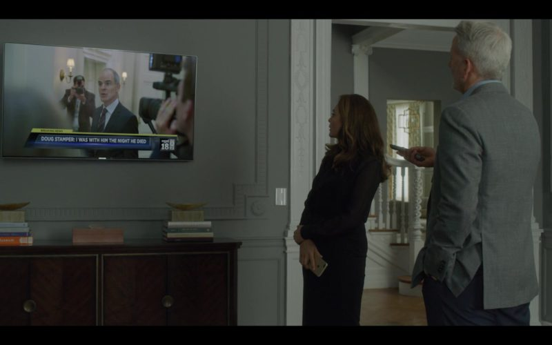 Samsung TV in House of Cards Season 6 Episode 8 Chapter 73 (1)