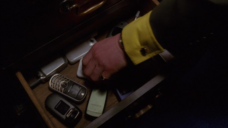 "Samsung Verizon Cell Phone in Breaking Bad Season 5 Episode 11 ""Confessions"" (2012) - TV Show Product Placement"