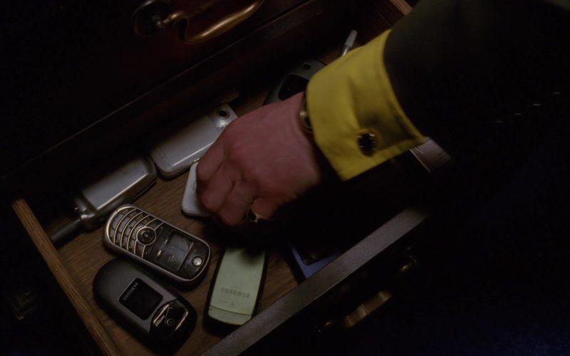 Samsung Verizon Cell Phone in Breaking Bad Season 5 Episode 11