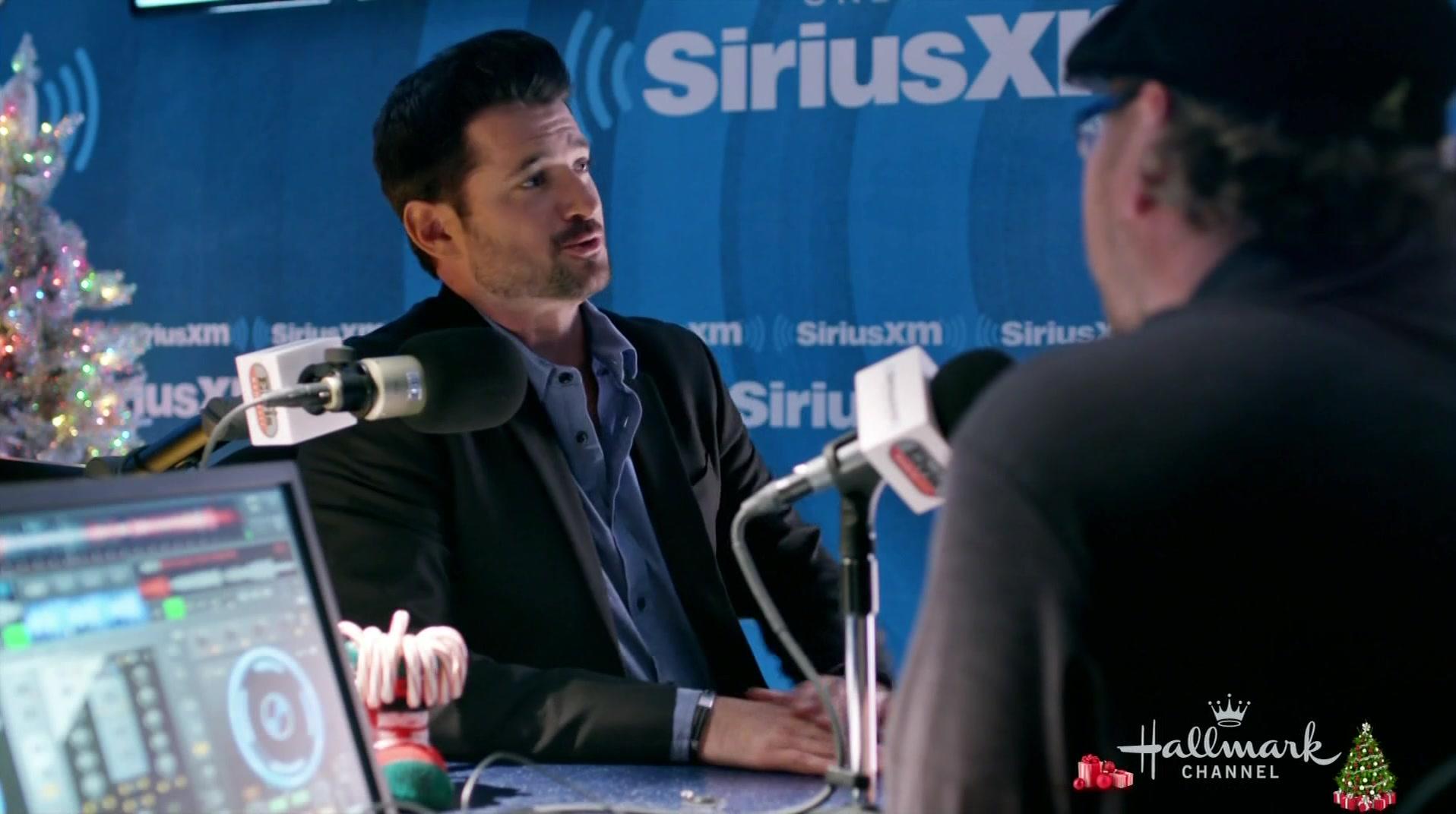 Xm Radio Christmas Station.Sirius Xm Radio Station In Christmas At Graceland 2018 Movie
