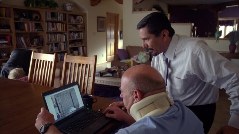 """Sony Laptop Used by Dean Norris (Hank Schrader) in Breaking Bad Season 4 Episode 13 """"Face Off"""" (2011) - TV Show Product Placement"""