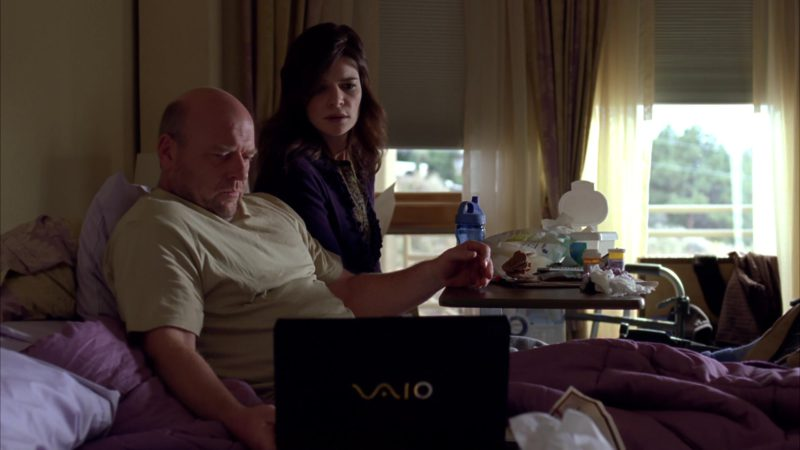 """Sony VAIO Notebook Used by Dean Norris (Hank Schrader) in Breaking Bad Season 4 Episode 1 """"Box Cutter"""" (2011) TV Show Product Placement"""