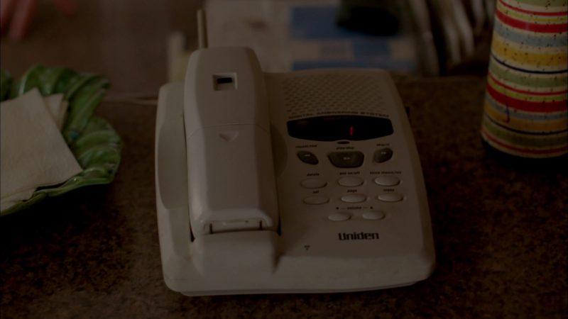 "Uniden Telephone in Breaking Bad Season 4 Episode 5 ""Shotgun"" (2011) TV Show Product Placement"
