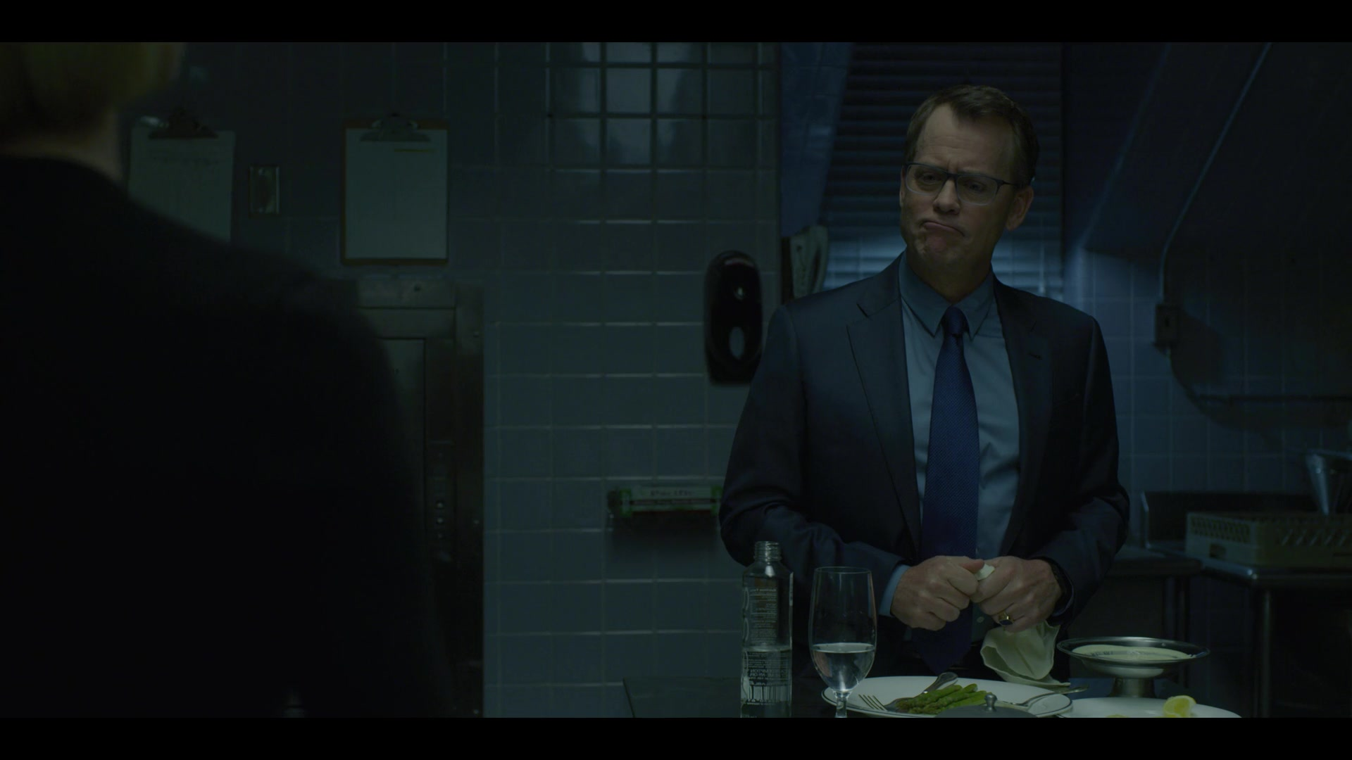 Voss Water Bottle In House Of Cards Season 6 Episode 2 Chapter 67