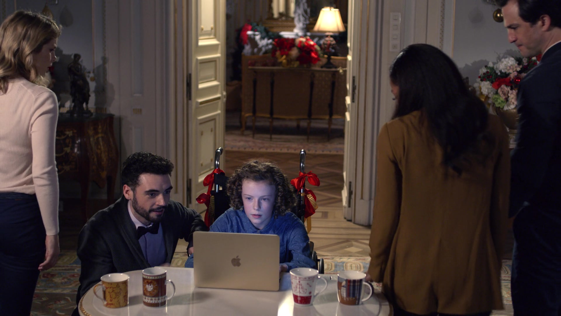 Apple MacBook Laptop Used by Honor Kneafsey in A Christmas Prince: The Royal Wedding (2018)