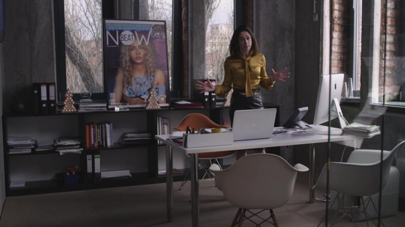 Apple MacBook Laptop and iMac Computer Used by Amy Marston in A Christmas Prince (2017) - Movie Product Placement