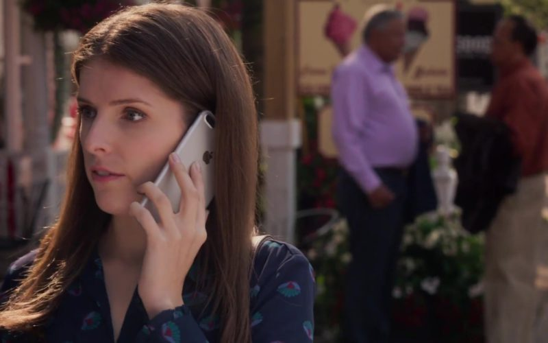 Apple iPhone Smartphone Used by Anna Kendrick in A Simple Favor (1)