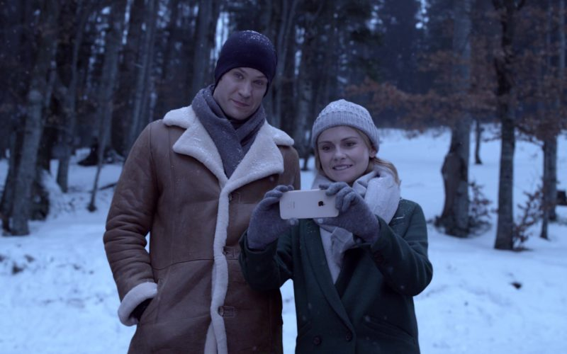 Apple iPhone Used by Rose McIver in A Christmas Prince The Royal Wedding (2)