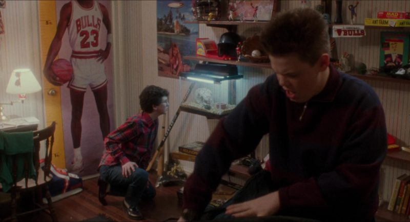 Chicago Bulls Basketball Team in Home Alone (1990) - Movie Product Placement