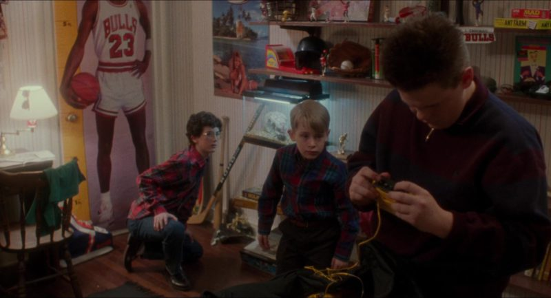 Chicago Bulls Basketball Team in Home Alone (1990) Movie Product Placement