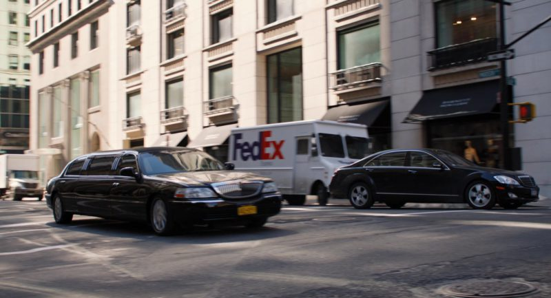 FedEx in Mr. Popper's Penguins (2011) - Movie Product Placement