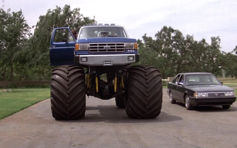 Ford F-250 Car in Road House (1)
