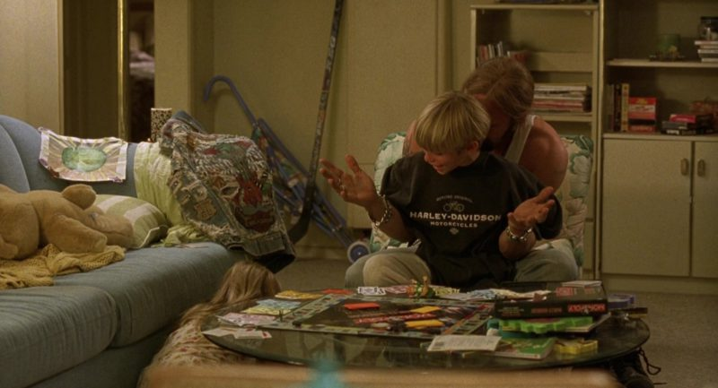 Harley-Davidson T-Shirt in Erin Brockovich (2000) - Movie Product Placement