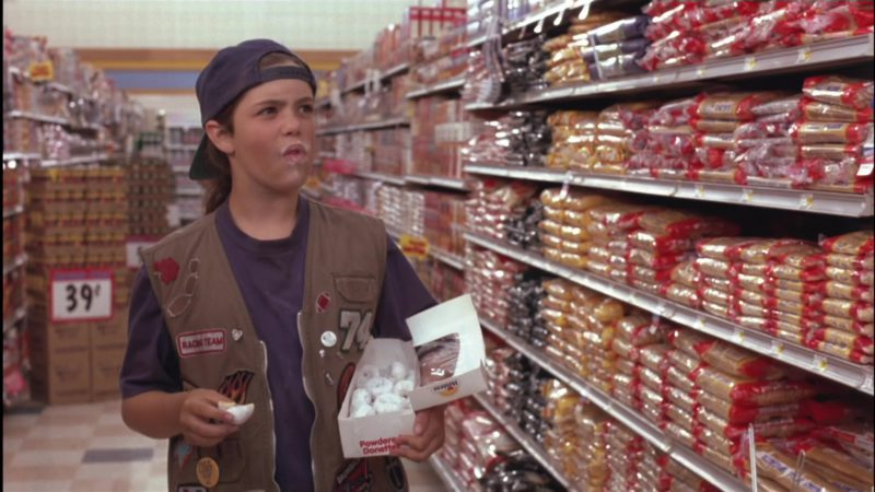 Hostess Powdered Donettes in Little Giants (1994) - Movie Product Placement