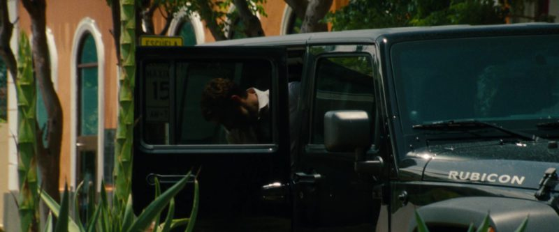 Jeep Wrangler Unlimited Rubicon 4WD Car in Runner Runner (2013) - Movie Product Placement