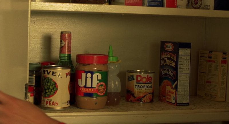 Jif Peanut Butter, Dole Tropical Fruit Salad, Kraft Macaroni and Cheese Dinner in Erin Brockovich (2000) - Movie Product Placement