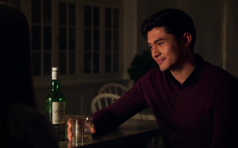 Laphroaig Whisky Drunk by Henry Golding in A Simple Favor (4)