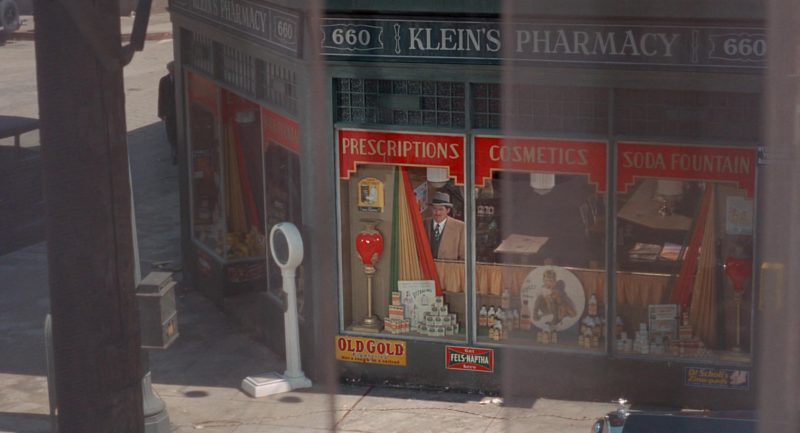 Old Gold Cigarettes and Fels-Naptha Laundry Soap in The Sting (1973) Movie Product Placement