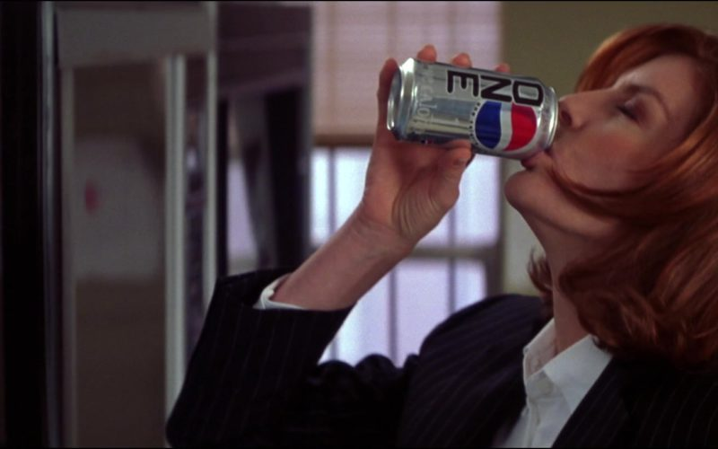 Pepsi One Sugar-Free Cola Held by Rene Russo in The Thomas Crown Affair (1)