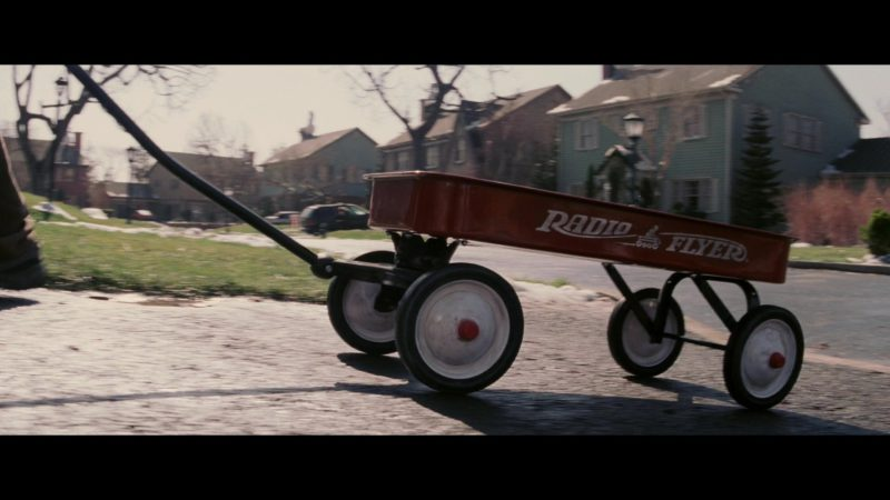 Radio Flyer Classic Red Wagon in Christmas with the Kranks (2004) Movie Product Placement