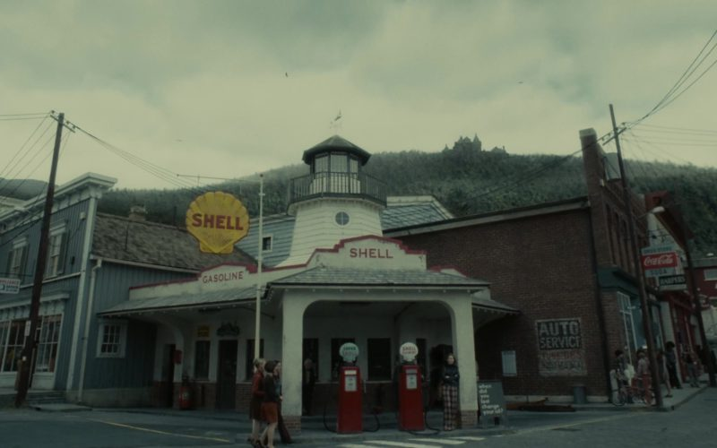 Shell Gasoline in Dark Shadows (2)