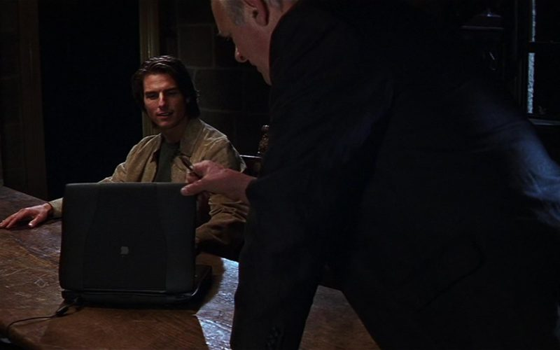 Apple Laptop Used by Tom Cruise in Mission Impossible II (1)