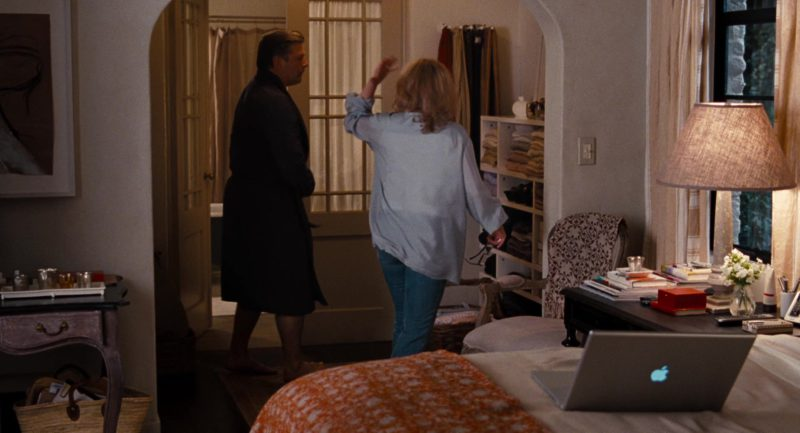 Apple MacBook Laptop Used by Meryl Streep in It's Complicated (2009) Movie Product Placement