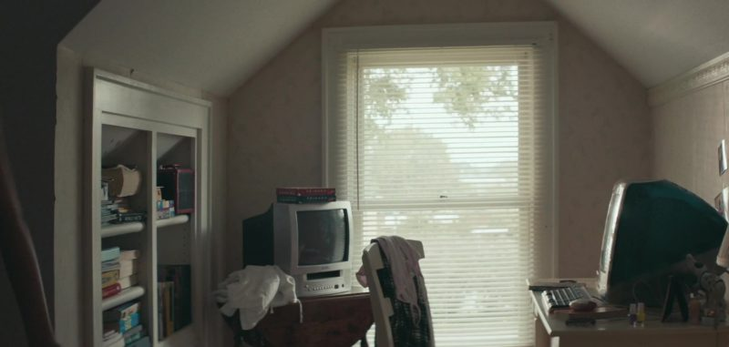 Apple iMac Computer Used by Joey King in Summer '03 (2018) - Movie Product Placement