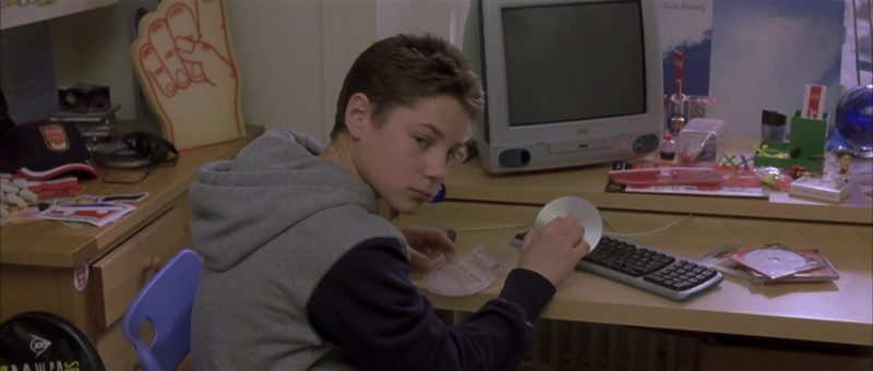 Apple iMac Computer in About a Boy (2002) - Movie Product Placement