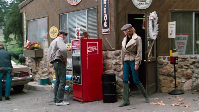 Coca-Cola Vending Machine and Pennzoil Sign in Cobra (1986) - Movie Product Placement