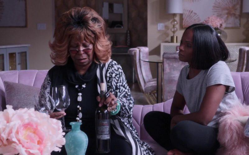 Darjean Jones Wine Held by Whoopi Goldberg in Nobody's Fool (1)