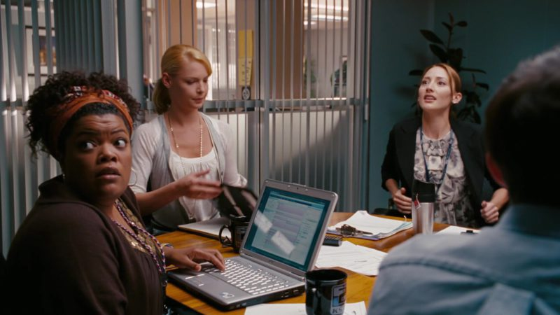 Dell Laptop Used by Yvette Nicole Brown in The Ugly Truth (2009) Movie Product Placement