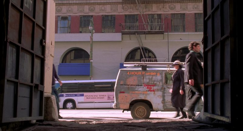 Financial Times Newspaper Bus Advertising in Spider-Man (2002) - Movie Product Placement