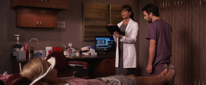 HP Monitor Used by Jennifer Aniston in Horrible Bosses (2011) - Movie Product Placement