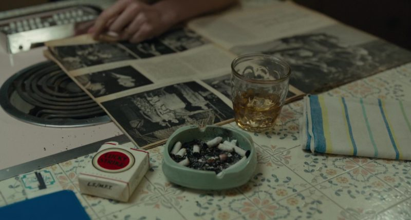 Lucky Strike Cigarettes in Wildlife (2018) Movie Product Placement