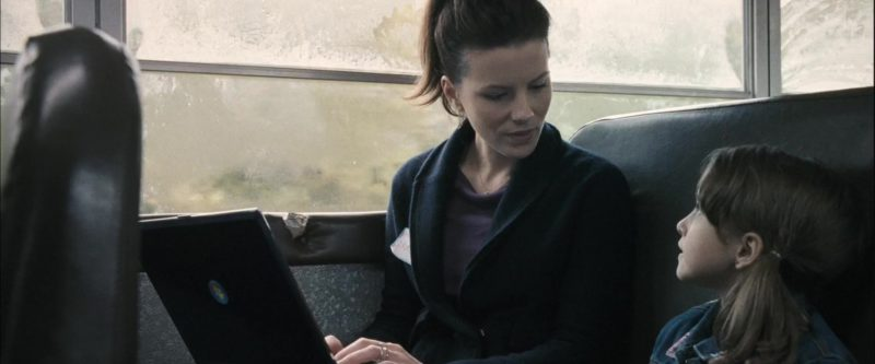 Microsoft Windows Laptop Used by Kate Beckinsale in Nothing But the Truth (2008) - Movie Product Placement