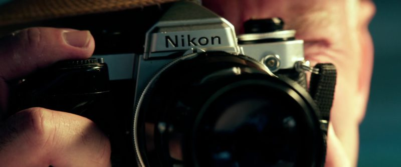 Nikon Camera Used by Ed Harris in Pain & Gain (2013) Movie Product Placement